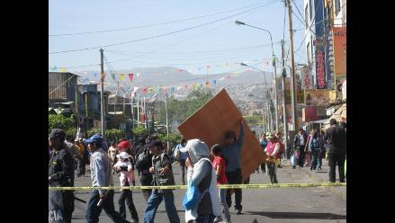 Arequipa: Violento desalojo deja dos personas heridas