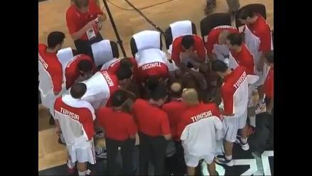 Entrenador abofetea a jugador de equipo de básquet de Turquía