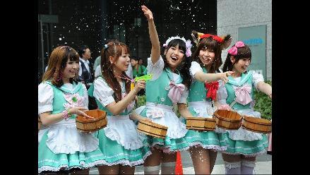 Trabajadoras de cafés realizaron ritual contra el calor en Japón