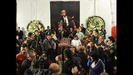 Mexicanos despiden a Chavela Vargas entre flores, lágrimas y mariachis