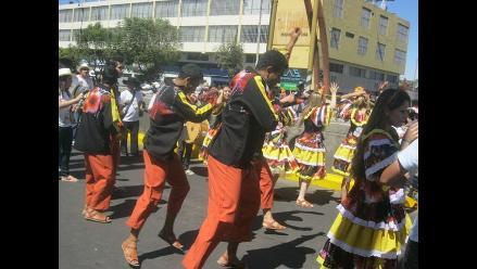 Se inició tradicional Corso de la Amistad por aniversario de Arequipa
