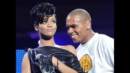 Rihanna rompe en llanto al recordar maltratos de Chris Brown