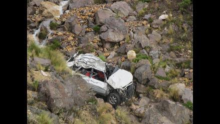 Áncash: Vehículo cae a abismo y deja tres muertos en vía Carhuaz-Chacas