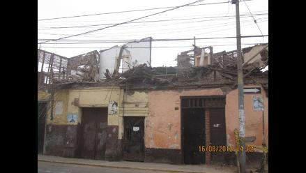 CUIDADO: Casa en mal estado es un peligro para transeúntes