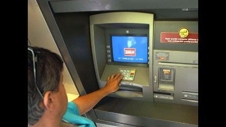 Cuidado con tirar ticket del cajero automático a la basura