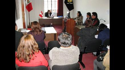 Ordenan captura de madre acusada de parricidio en Arequipa