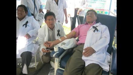 Arequipa: Médicos de Essalud donan sangre como protesta
