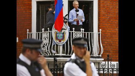 Descuido de un policía permite conocer plan para arrestar a Assange