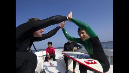 Cristóbal De Col bate Récord Guinness de maniobras en una misma ola