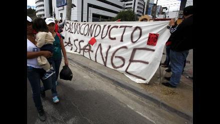 Manifestantes piden a Reino Unido entregar salvoconducto a Assange