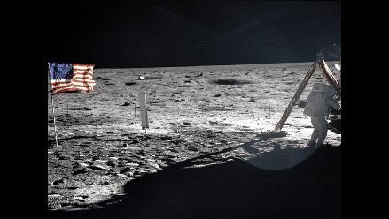 Bandera a media asta en Casa Blanca por el entierro de Neil Armstrong