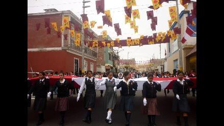 Escolares saludaron a Tacna a un día de su aniversario