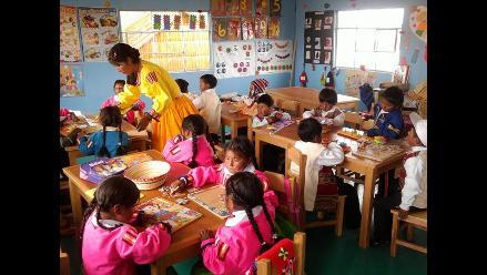 Amalia Suaña y Sumita Corazón llevan educación a más niños de Los Uros