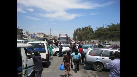 Por celebrar misa interrumpen vía Panamericana en Barranca