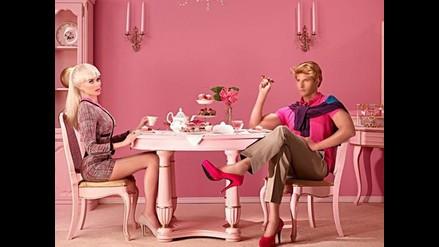 Ken se pone los tacones de Barbie y decide depilarse