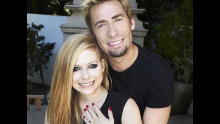 Novio de Avril Lavigne ocultó su compromiso a sus padres