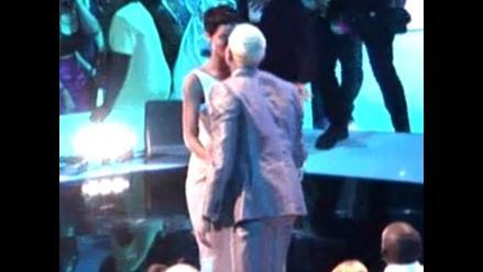 MTV VMA 2012: Chris Brown felicitó a Rihanna con beso en la boca