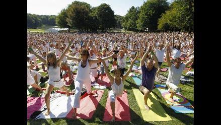 Más de dos mil personas participaron en jornada de Yoga en Bélgica