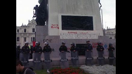 Fiscalía abre proceso a responsables de daños a monumento a San Martín