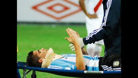 Fernando Gago sufrió un golpe que lo sacó del juego ante Perú