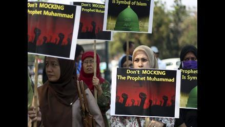 Multitud protesta ante la embajada de EEUU en Indonesia