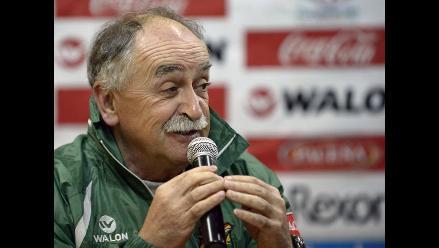 Técnico de Bolivia afirma que su equipo se juega mucho ante Perú