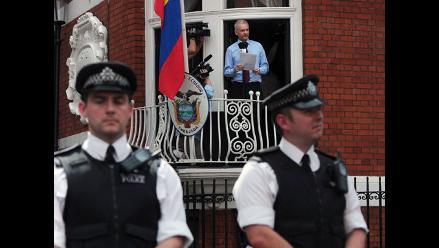Julian Assange es ´frío, cuidadoso y discreto´, afirman