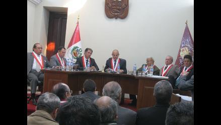Piden elegir a miembros del TC de acuerdo a su trayectoria democrática