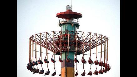EEUU: Quedaron colgados a 100 metros de altura en parque de diversiones