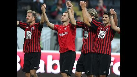 Carlos Zambrano fue titular en el triunfo del Eintracht Frankfurt