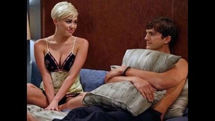 Miley Cyrus comparte cama con Ashton Kutcher en Two And A Half Men