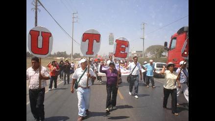 Maestros en Ica despejaron la Panamericana Sur