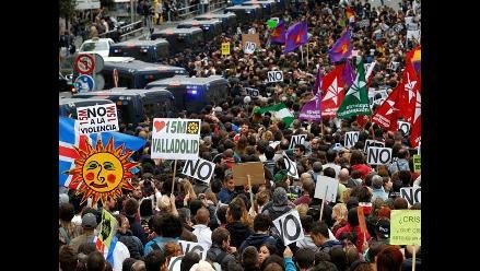 España: Miles protestan frente al Parlamento contra los recortes