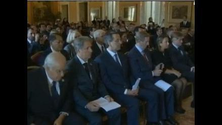 Irlanda: Primer ministro usó el teléfono durante discurso del Papa