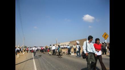 Ayacucho: Profesores bloquean carretera Panamericana Sur