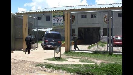 Presidente regional de Junín visita a Robert Huaynalaya en el penal