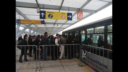 Usuarios del Metropolitano se quejan por supuesta falta de buses