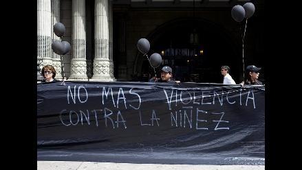 Guatemala: Niños pintan de negro el cielo para exigir fin de violencia