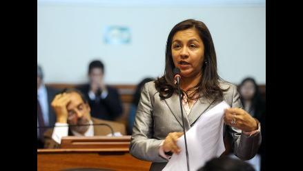 Vicepresidenta Marisol Espinoza señala que no dará paso al costado