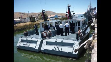 Puno: El BAP Puno de la armada peruana en el lago Titicaca