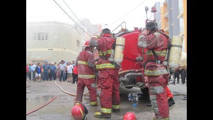 Bomberos de Chiclayo atienden incendios con cisternas oxidadas