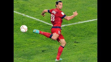 Zlatan Ibrahimovic marcó impresionante gol de taco en clásico francés