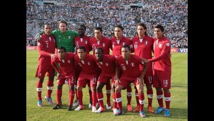 Perú enfrentará a Bolivia con su uniforme color rojo
