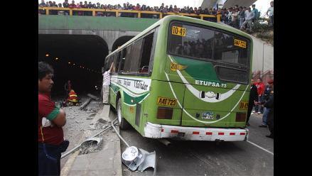 Vea las imágenes del accidente en by pass del Óvalo Higuereta