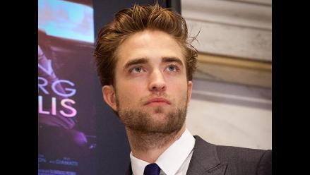 Robert Pattinson es captado con una misteriosa joven