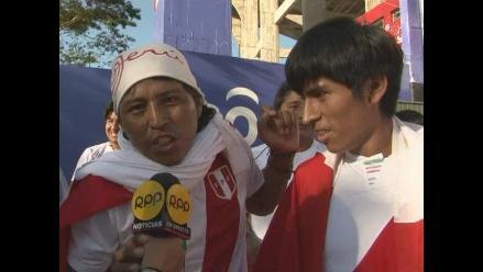 Hinchas peruanos vibraron en la previa del choque con Paraguay