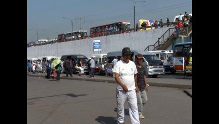 Alcalde de El Agustino demanda reordenamiento en Puente Nuevo