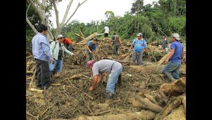 Realizan trabajos de limpieza y reconstrucción de puente en Picota