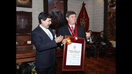 Fundador de USIL recibe medalla de oro de Arequipa