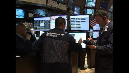 Wall Street trepa por optimismo de economía de EE.UU